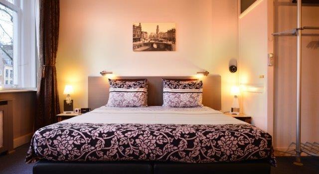 Gastenkamer Gaardbrug-Utrecht bed 1x 2 persoons opgemaakt